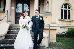 © istock.com/annedde Bildunterschrift 1: Auch auf dem Standesamt muss die Braut nicht auf ein richtiges Brautkleid verzichten.