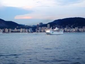 kreuzfahrtschiff-vor-rio